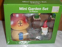 Mini Garden Gnome Garden Set - 5pcs! in Bellaire, Texas