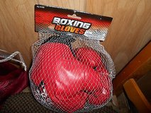 Red Child/Youth Boxing Gloves      New and sealed in package.  MINT in Kingwood, Texas