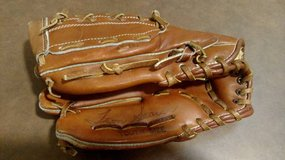 Spalding 42-252 Youth Glove (T=46) in Fort Campbell, Kentucky