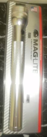 New MAGLITE 4-d cell flashlight Silver mag lite maglight mag-lite 4 d 4D in Chicago, Illinois