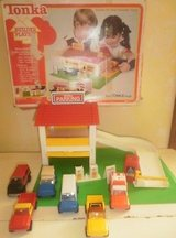 1978 tonka builder playset shell gas station car wash parking garage +extra cars in Glendale Heights, Illinois
