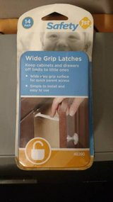 Safety 1st 14 Pack Wide Grip Latches (T=40/1) in Fort Campbell, Kentucky