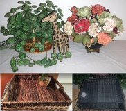 Home Decor Silk Plant / Flowers - Basket - Serving Tray in Bolingbrook, Illinois