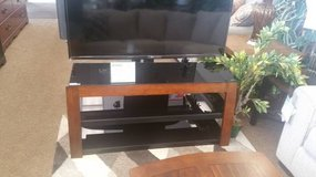 AVISTA NEXUS TV STAND W/MOUNT in Schofield Barracks, Hawaii