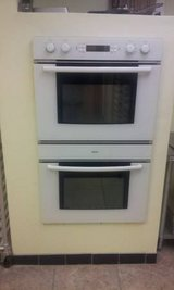 "Bosch double Electric 30"" wall oven (top oven convection) 240 Volt in DeKalb, Illinois"