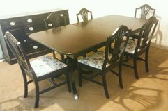 Gorgeous Dining Table w/6 Upholstered Chairs & 1 Leaf in Fort Lewis, Washington