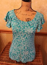 Banana Republic Turquoise White Print Short Flutter Sleeves Top, Sm - EUC in Westmont, Illinois