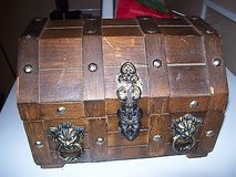 vtg wooden pirate treasure chest lion head trinket jewelry box larger size~1970s in Glendale Heights, Illinois