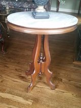 Marble Top Side Table - Excellent Condition in Aurora, Illinois