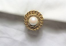 Collectible gold tone faux pearl white ivory wreath halo brooch hat lapel pin in Kingwood, Texas