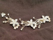 NWOT pearl hair accessory flower comb wedding white formal silver tone crystals in Kingwood, Texas