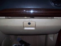 WANTED 2008 SATURN VUE GLOVE BOX TAN in Chicago, Illinois