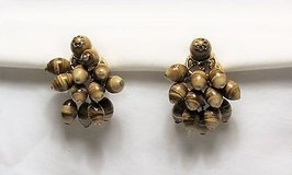 Collectible Trifari brown bead cluster gold tone clip on earrings vintage style in Houston, Texas