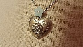 "NWT American Eagle Outfitter 18"" Heart Locket Flower Love Necklace Pendant Chain Link Charm Love in Kingwood, Texas"