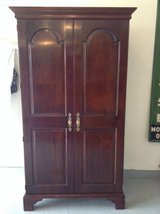 Armoire good condition dresser clothing in Chicago, Illinois