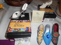 """JUST THE RIGHT SHOE Minature Shoes! """" I DO """" + """" SEA OF PEARLS"""" w/ orig box!! + 3 extra shoes! in Spring, Texas"""