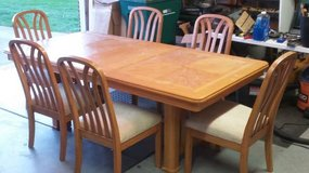 Table (1 leaf) and Chairs (6) set in Morris, Illinois