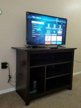 32' TCL ROKU Smart tv with TV stand in Phoenix, Arizona