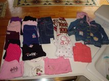 18 Pieces GIRLS 2T Toddler Pants Shirts & More Clean 1 Price for ALL! in Brookfield, Wisconsin