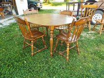 Table*Maple*4 Matching Wood Chairs*Center Leaf*Ex Cond. in Fort Leonard Wood, Missouri