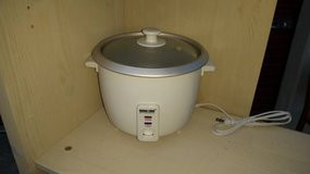 Better Chef Model No. IM-400 8 Cup Automatic Rice Cooker in Travis AFB, California