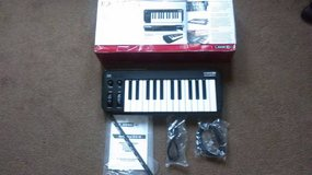 Mobile Keys 25 Keyboard Midi Controller in Fort Campbell, Kentucky
