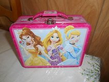 DISNEY     PRINCESSES    Tin Lunch/Carry All    Box    w/ Pink Trim    By    The Tin Box Company in Bellaire, Texas