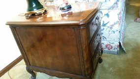 End table/Lamp table in Aurora, Illinois