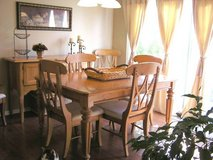 dining room table, with leaf & 6 chairs in Naperville, Illinois