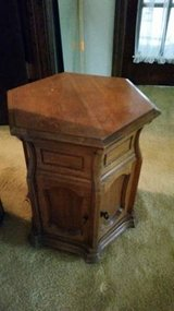Solid oak end table/lamp table - hexagonal in Aurora, Illinois