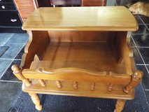 table*maple*magazine rack*like new*all wood*vintage in Fort Leonard Wood, Missouri