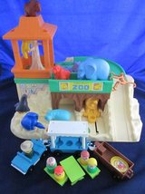 VINTAGE Fisher Price Little People 916 Zoo in Bolingbrook, Illinois