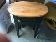 Oval End/lamp table in Naperville, Illinois