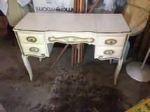 Desk/Dressing table in Glendale Heights, Illinois
