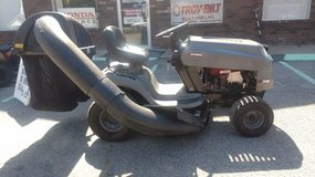 Craftsman 42 inch Riding Mower W/Bagger in Hinesville, Georgia