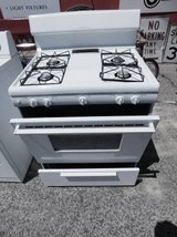Frigidaire Gas Stove in Fort Riley, Kansas