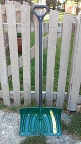 SUNCAST STEEL CORE SNOW SHOVEL in Bolingbrook, Illinois