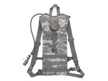 cif issue acu pattern camelbak water system w/ new bladder w/ cleaning kit  00270 in Huntington Beach, California