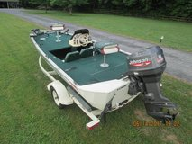 1999 Lowe's fishing boat in Clarksville, Tennessee