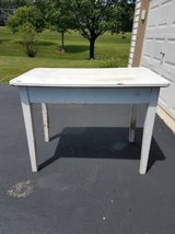 Vintage white table/desk in Glendale Heights, Illinois