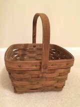 LONGABERGER SQUARE BERRY BASKET VINTAGE 1984 in Algonquin, Illinois