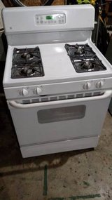 GE Self Cleaning Range w/ Matching Hood - White in Bartlett, Illinois