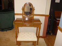 Vanity Mirror Table Set Make up Bench Desk in Elgin, Illinois