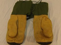 vintage military extreme cold weather mitten set small olive drab gloves  00555 in Huntington Beach, California