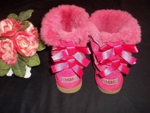 UGG Bailey Bow Hot Pink Boots ..... Girls Size Youth 2 in Fort Lewis, Washington