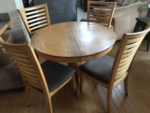 5pc Round Light Wood & Brown Upholstered Dining Table Set in Joliet, Illinois