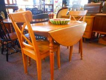 Simple drop leaf table in Elgin, Illinois