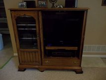 Solid Oak Entertainment center for stereo, TV, dvds,etc Asking 80 in Glendale Heights, Illinois
