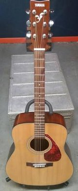 Yamaha F325 Acoustic Guitar w/ Gig Bag and Strap in Morris, Illinois