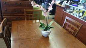 DINING TABLE W/ 4 CHAIRS FOR SALE! in Pearl Harbor, Hawaii